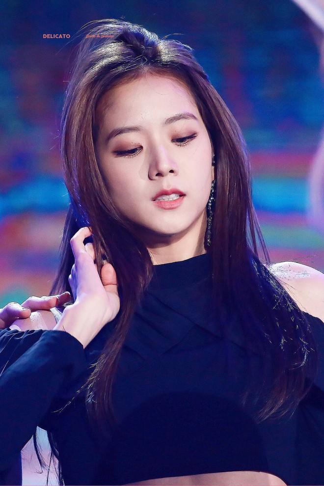 Cô gái nào cũng ước được như Jisoo (Black Pink): vẫn xinh dù hay dùng mỹ phẩm bình dân, có món còn chưa đến 100 ngàn đồng - ảnh 2