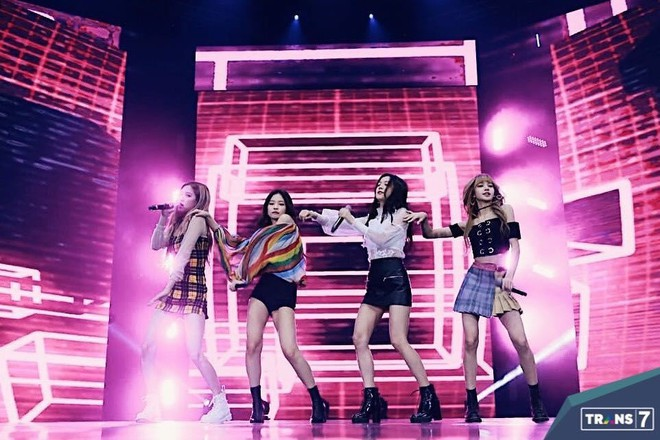 Tiếp tục quên vũ đạo và nhảy sai cả ca khúc solo lẫn nhóm, Jennie (BLACKPINK) khiến cư dân mạng ''bó tay'' toàn tập! - ảnh 2