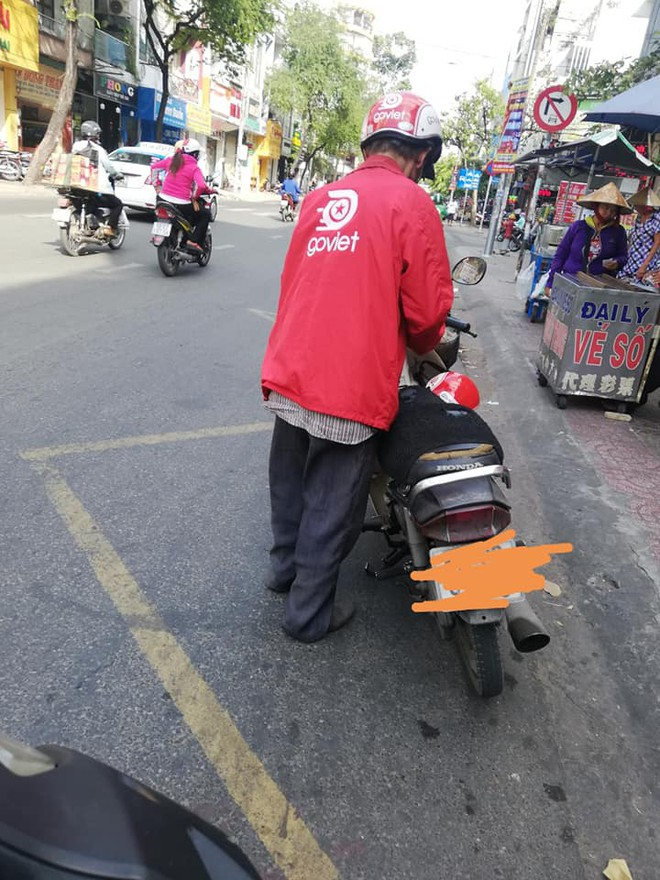 Bác tài xế già bị khách bom 8 ổ bánh mì và hành động đẹp của nam thanh niên khiến nhiều người ấm lòng - ảnh 2