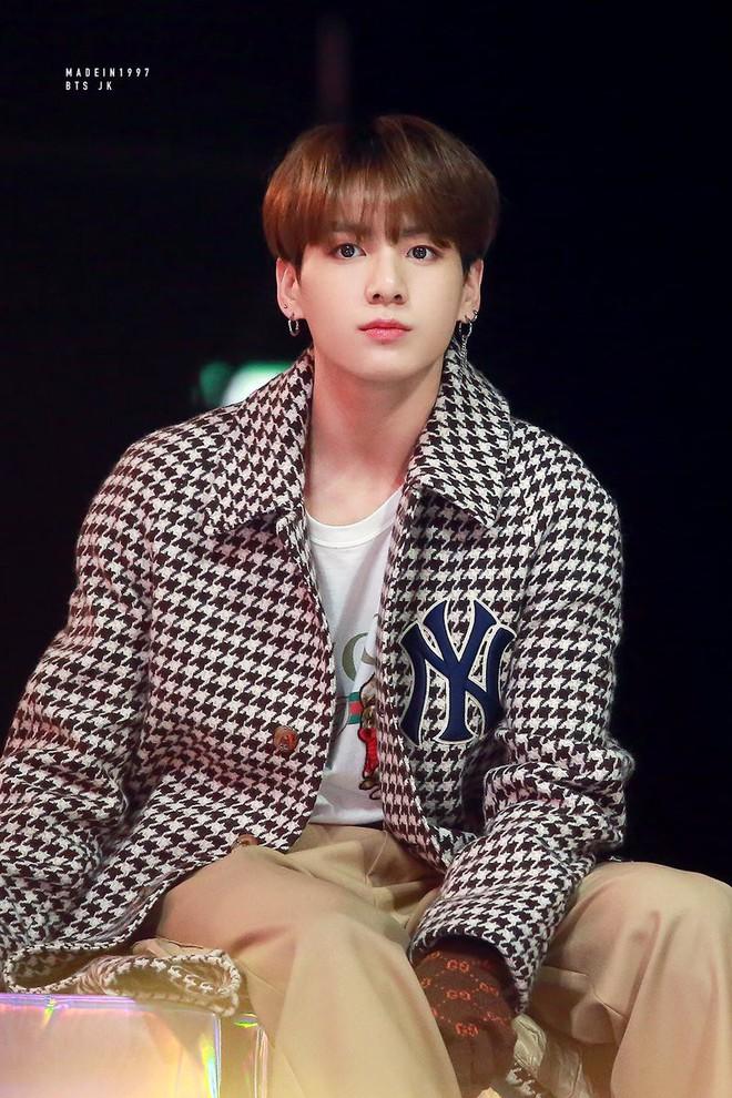 Rộ tin Jungkook (BTS) có mối quan hệ tình cảm không đơn giản với IU, anh trai ruột tiết lộ sự thật đằng sau đó - Ảnh 5.