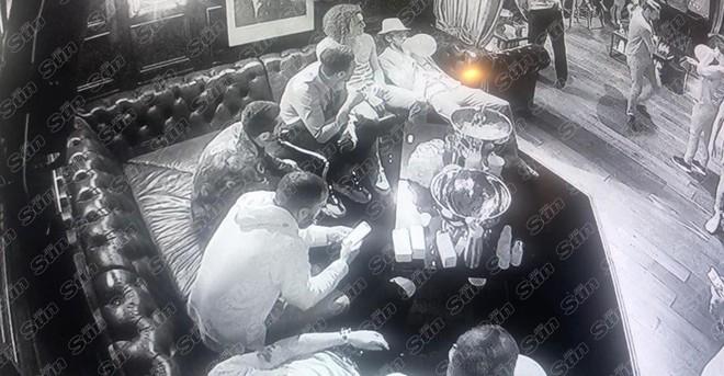 SỐC: Dàn sao Arsenal quẩy tới bến, hút bóng cười đến nỗi lịm trên ghế - ảnh 4