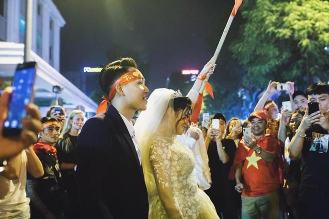 Cặp đôi hot nhất đêm qua bật mí nhiều chi tiết gây sốc gắn liền với những lần đi bão mừng đội tuyển Việt Nam - ảnh 5