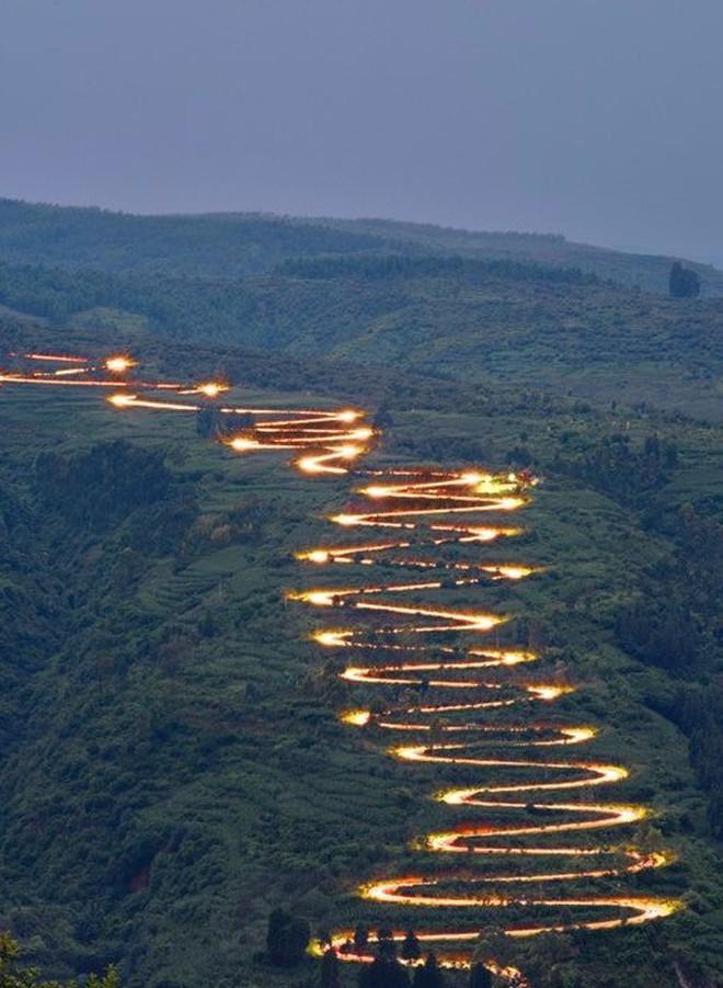 Con đường quặn thắt ruột gan ở Trung Quốc, đi có 6 cây số bẻ cua hết 68 lần - ảnh 6