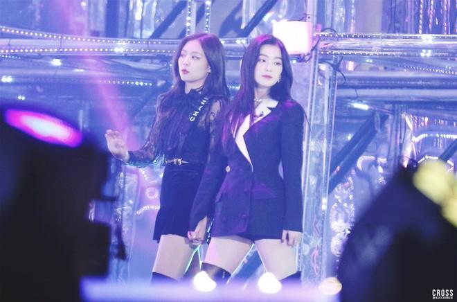 Thuyền BlackVelvet tiếp tục ra khơi: Jennie và Red Velvet hoán đổi vũ đạo cực đáng yêu trên sân khấu - ảnh 1