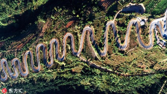 Con đường quặn thắt ruột gan ở Trung Quốc, đi có 6 cây số bẻ cua hết 68 lần - ảnh 1