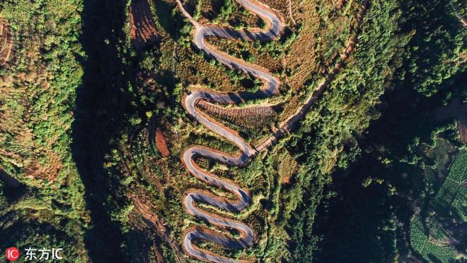 Con đường quặn thắt ruột gan ở Trung Quốc, đi có 6 cây số bẻ cua hết 68 lần - ảnh 2