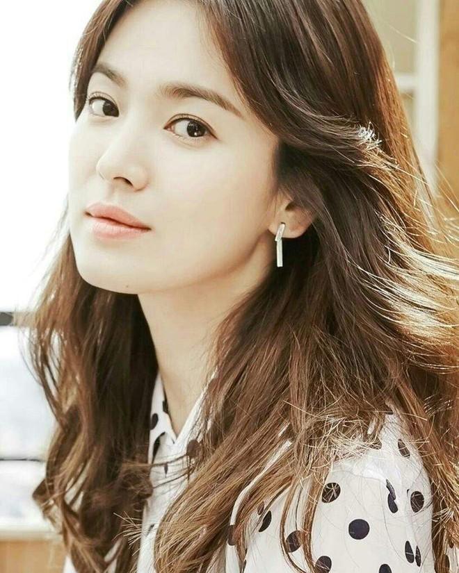 Bắt cặp với trai trẻ Park Bo Gum kém tận 12 tuổi, Song Hye Kyo vẫn trẻ đẹp ngời ngời là nhờ những bí quyết này - ảnh 5