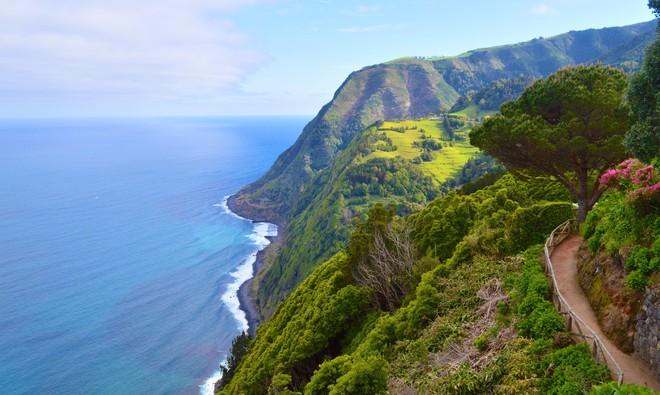 Hòn đảo này luôn nghi ngút khói, nhưng lộng lẫy bậc nhất Đại Tây Dương - ảnh 6