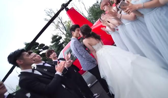Lác mắt với đám cưới Rich Kid: Đón dâu bằng trực thăng, 8 chiếc Ferrari đỏ chói theo sau hộ tống - ảnh 1