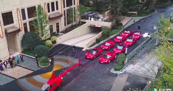 Lác mắt với đám cưới Rich Kid: Đón dâu bằng trực thăng, 8 chiếc Ferrari đỏ chói theo sau hộ tống - ảnh 2