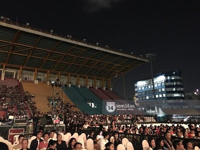 Không chỉ loạt ngôi sao, khán giả cũng không mặn mà với Gala kỷ niệm 20 năm Làn Sóng Xanh - Ảnh 3.