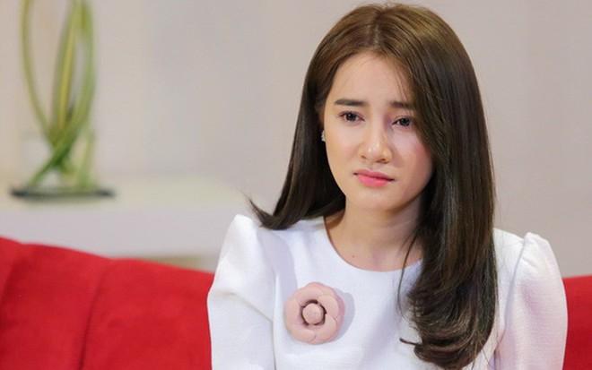 Nhã Phương trực tiếp gặp BTC Mai Vàng để xin lỗi về vụ Trường Giang cầu hôn trên sóng trực tiếp - Ảnh 1.