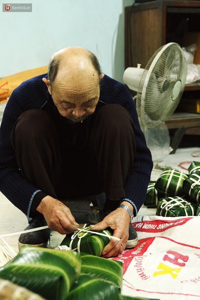 Chùm ảnh: Làng bánh chưng Tranh Khúc tất bật những ngày giáp Tết truyền thống - ảnh 14