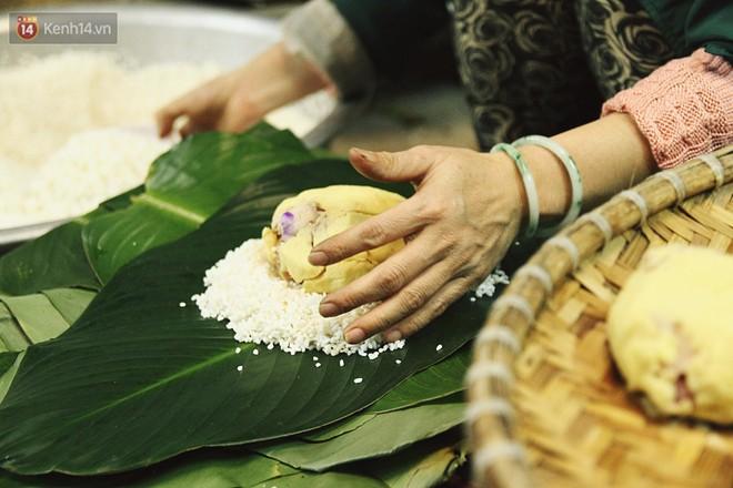 Chùm ảnh: Làng bánh chưng Tranh Khúc tất bật những ngày giáp Tết truyền thống - ảnh 12