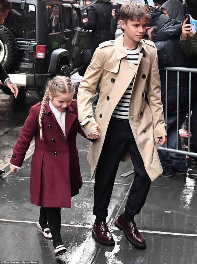 Càng lớn lại càng xinh đẹp, thảo nào Harper Beckham luôn được bố yêu chiều nhất nhà - Ảnh 8.