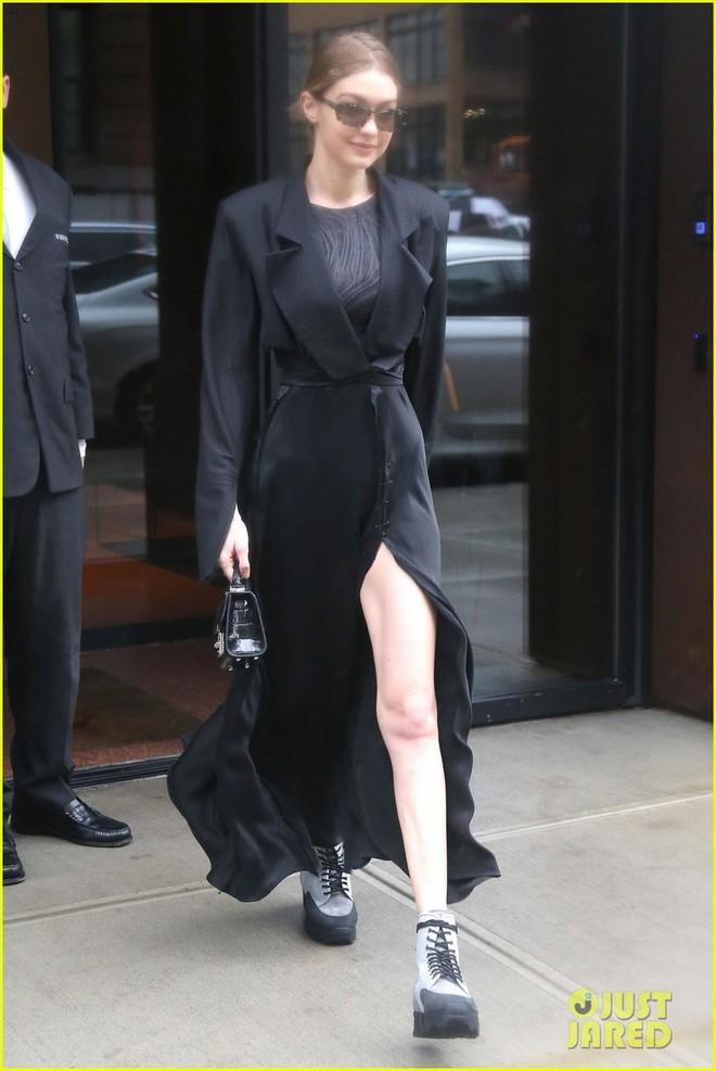 Là siêu mẫu hàng đầu, Kendall và Bella sở hữu những đôi chân khiến fan ngắm mãi không thôi - Ảnh 4.