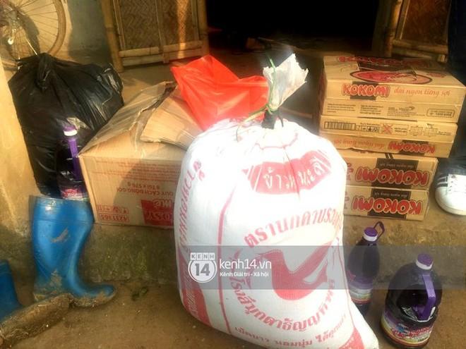 Vừa về đến nhà, hai anh em Tiến Dũng - Tiến Dụng đã đi tặng quà từ thiện cho gia đình khó khăn trong làng - Ảnh 8.