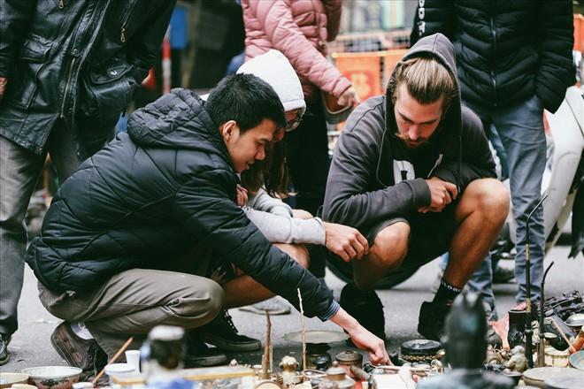 Những món đồ khó định giá ở phiên chợ đồ cổ giữa thủ đô - Ảnh 12.