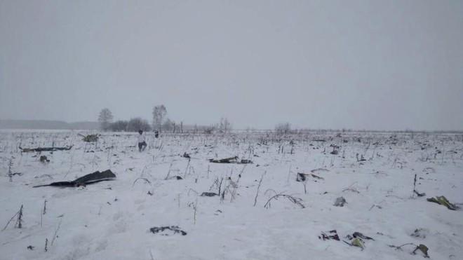 Tìm thấy hơn 1,400 mảnh thi thể nạn nhân trên cánh đồng, tất cả đều không nguyên vẹn sau cú rơi máy bay thảm khốc - ảnh 1