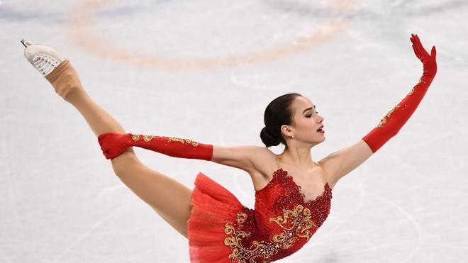 Nữ hoàng sân băng 15 tuổi tỏa sáng rực rỡ trong lần đầu tham dự Olympic mùa Đông - Ảnh 10.