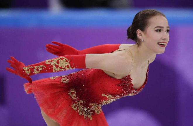 Nữ hoàng sân băng 15 tuổi tỏa sáng rực rỡ trong lần đầu tham dự Olympic mùa Đông - Ảnh 2.