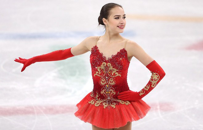 Nữ hoàng sân băng 15 tuổi tỏa sáng rực rỡ trong lần đầu tham dự Olympic mùa Đông - Ảnh 4.