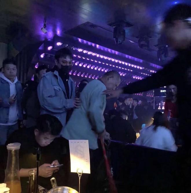 Ngày Valentine, bạn gái của Luhan bị bắt gặp đi bar cùng thiếu gia giàu nhất Trung Quốc? - Ảnh 1.