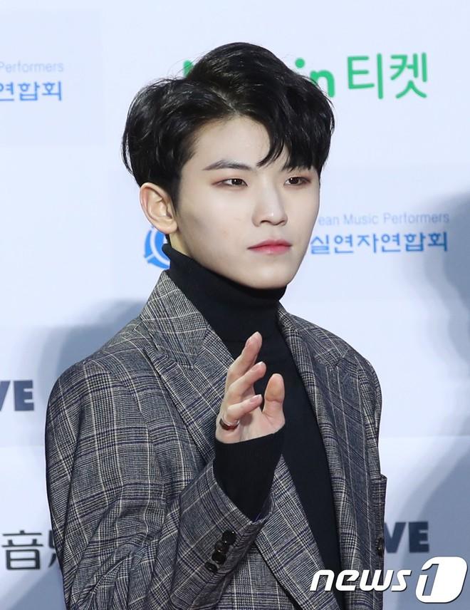 Thảm đỏ Gaon 2018: Kang Daniel biểu hiện lạ sau tin hẹn hò, Tzuyu và IU lột xác bất ngờ giữa dàn mỹ nhân đẹp lung linh - ảnh 50