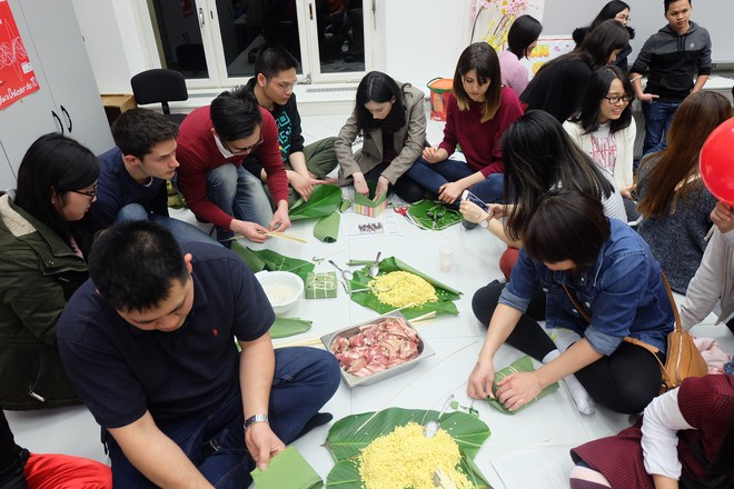 Từ khắp thế giới, du học sinh Việt đang đón Tết sớm tưng bừng - Ảnh 6.
