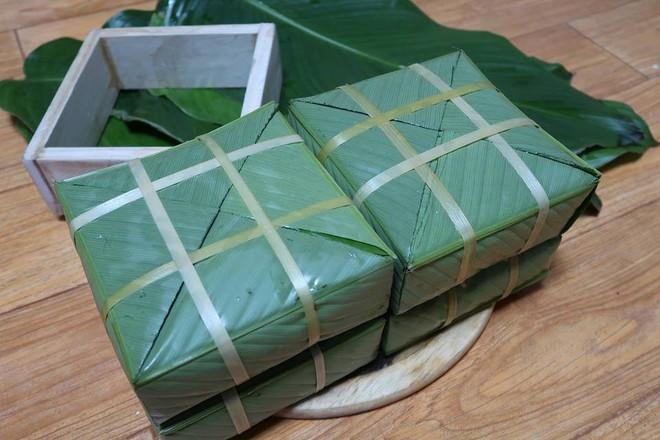 Du học sinh Việt dùng củi khô, gấp giấy ăn làm hoa đào, hoa mai đón Tết - Ảnh 8.