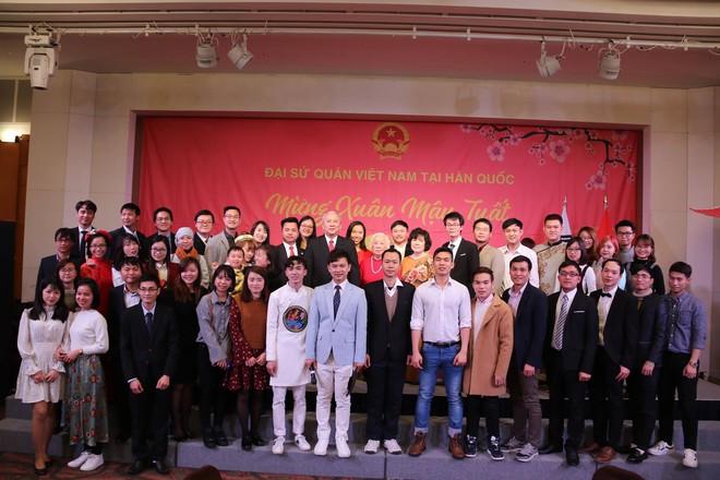 Từ khắp thế giới, du học sinh Việt đang đón Tết sớm tưng bừng - Ảnh 4.