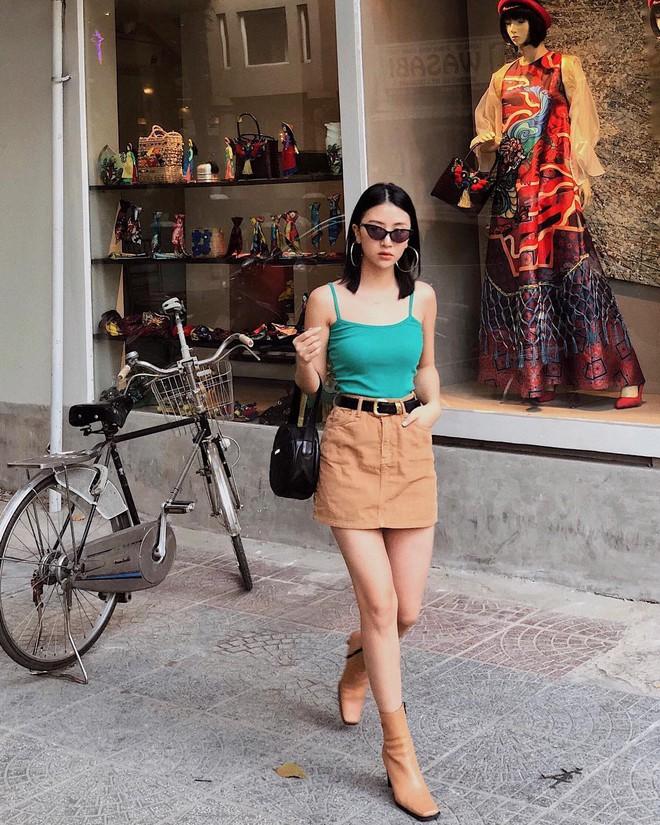 Tết đến, nhiều hot girl Việt đều đồng loạt nhuộm tóc đen và dùng thứ phụ kiện này - Ảnh 3.