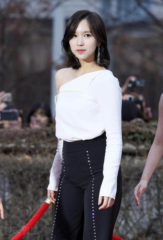 Thảm đỏ Gaon 2018: Kang Daniel biểu hiện lạ sau tin hẹn hò, Tzuyu và IU lột xác bất ngờ giữa dàn mỹ nhân đẹp lung linh - ảnh 33