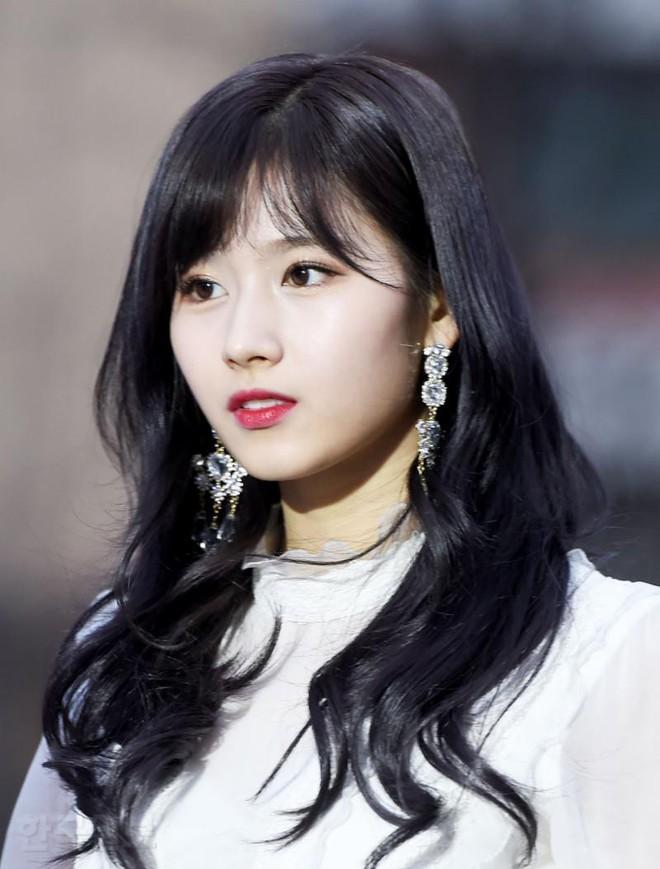 Thảm đỏ Gaon 2018: Kang Daniel biểu hiện lạ sau tin hẹn hò, Tzuyu và IU lột xác bất ngờ giữa dàn mỹ nhân đẹp lung linh - ảnh 11