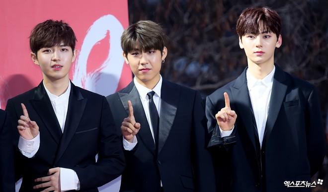 Thảm đỏ Gaon 2018: Kang Daniel biểu hiện lạ sau tin hẹn hò, Tzuyu và IU lột xác bất ngờ giữa dàn mỹ nhân đẹp lung linh - ảnh 23