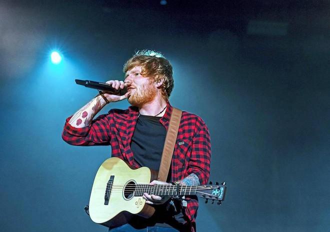 Ed Sheeran là nghệ sỹ bán đĩa khủng nhất toàn cầu trong năm 2017 - Ảnh 1.