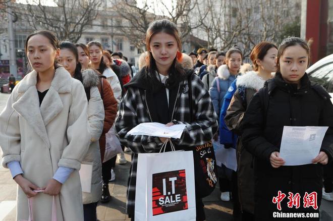 Chiêm ngưỡng nhan sắc dàn nam thanh nữ tú trong kì tuyển sinh của lò đào tạo diễn viên hàng đầu Trung Quốc - Ảnh 1.
