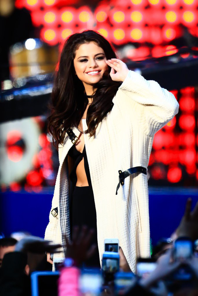 Selena Gomez: Cô gái có trong tay tất cả nhưng sẵn sàng từ bỏ mọi thứ vì một chàng trai - Ảnh 10.
