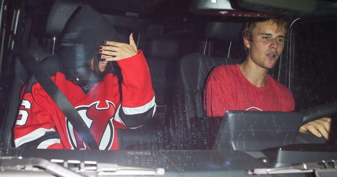 Selena Gomez: Cô gái có trong tay tất cả nhưng sẵn sàng từ bỏ mọi thứ vì một chàng trai - Ảnh 16.