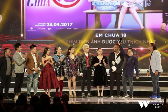Khoảnh khắc WeChoice Awards: Đẹp nhất là khi Sơn Tùng, bé Bôm và các nghệ sĩ Việt cùng chậm lại trong dòng cảm xúc vỡ òa - ảnh 33