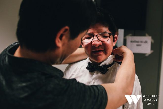 Khoảnh khắc WeChoice Awards: Đẹp nhất là khi Sơn Tùng, bé Bôm và các nghệ sĩ Việt cùng chậm lại trong dòng cảm xúc vỡ òa - ảnh 1