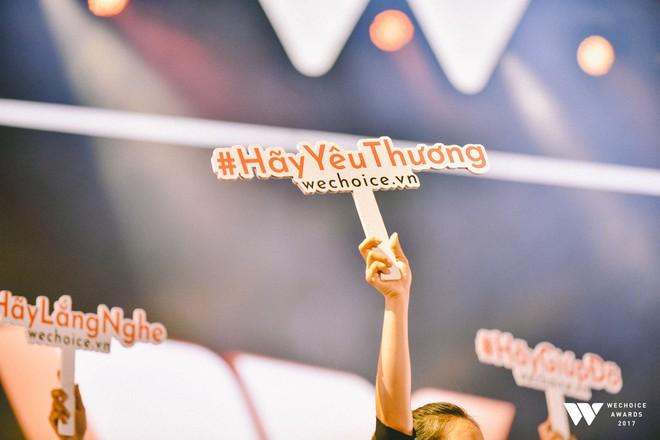 Khoảnh khắc WeChoice Awards: Đẹp nhất là khi Sơn Tùng, bé Bôm và các nghệ sĩ Việt cùng chậm lại trong dòng cảm xúc vỡ òa - ảnh 9