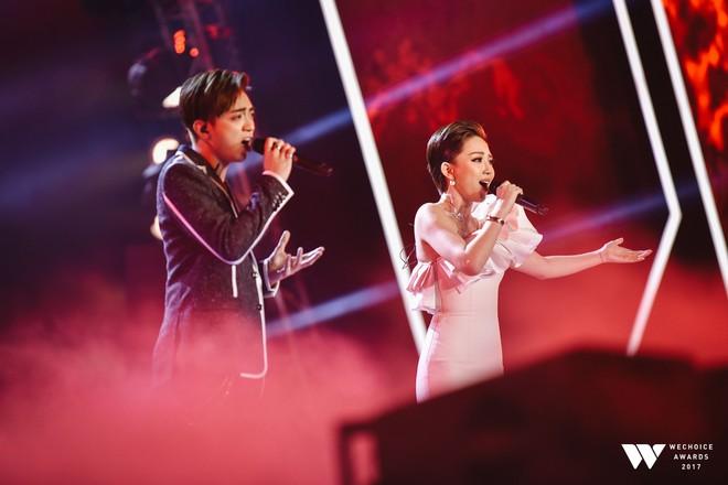 Khoảnh khắc WeChoice Awards: Đẹp nhất là khi Sơn Tùng, bé Bôm và các nghệ sĩ Việt cùng chậm lại trong dòng cảm xúc vỡ òa - ảnh 13