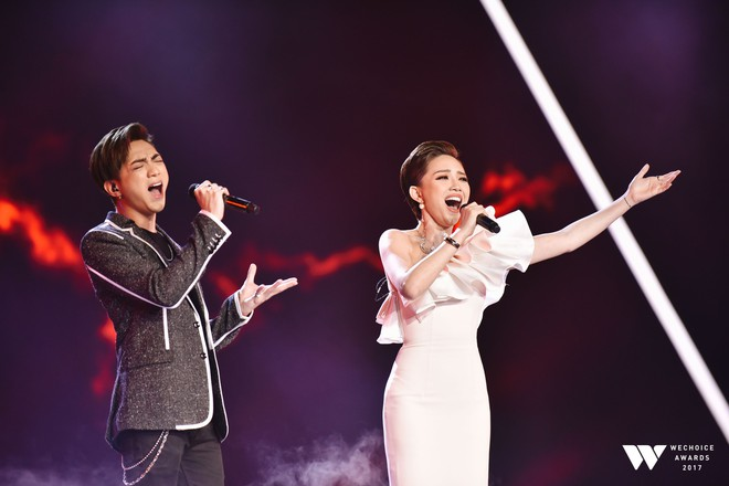 Khoảnh khắc WeChoice Awards: Đẹp nhất là khi Sơn Tùng, bé Bôm và các nghệ sĩ Việt cùng chậm lại trong dòng cảm xúc vỡ òa - ảnh 14