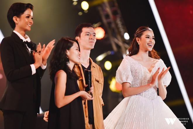 Khoảnh khắc WeChoice Awards: Đẹp nhất là khi Sơn Tùng, bé Bôm và các nghệ sĩ Việt cùng chậm lại trong dòng cảm xúc vỡ òa - ảnh 19