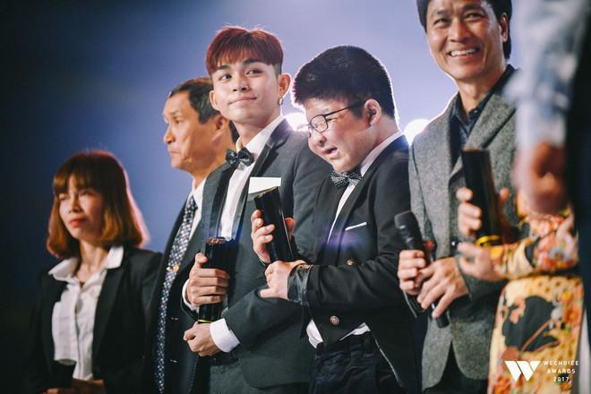 Khoảnh khắc WeChoice Awards: Đẹp nhất là khi Sơn Tùng, bé Bôm và các nghệ sĩ Việt cùng chậm lại trong dòng cảm xúc vỡ òa - ảnh 38