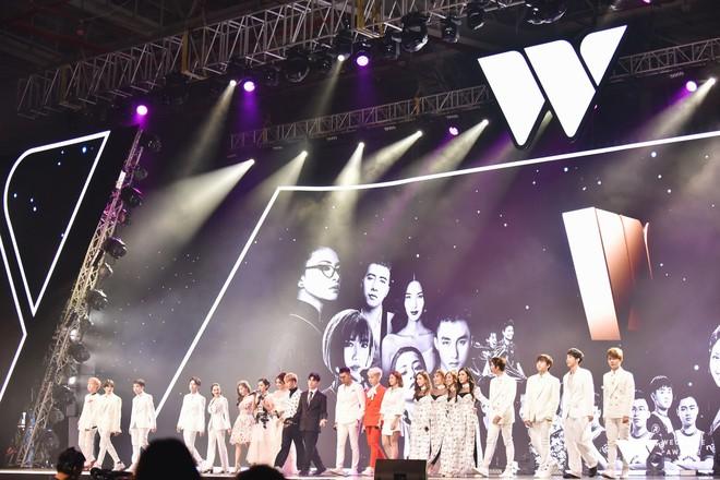 Khoảnh khắc WeChoice Awards: Đẹp nhất là khi Sơn Tùng, bé Bôm và các nghệ sĩ Việt cùng chậm lại trong dòng cảm xúc vỡ òa - ảnh 46