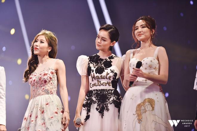 Khoảnh khắc WeChoice Awards: Đẹp nhất là khi Sơn Tùng, bé Bôm và các nghệ sĩ Việt cùng chậm lại trong dòng cảm xúc vỡ òa - ảnh 47
