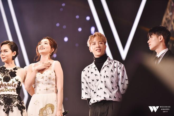 Khoảnh khắc WeChoice Awards: Đẹp nhất là khi Sơn Tùng, bé Bôm và các nghệ sĩ Việt cùng chậm lại trong dòng cảm xúc vỡ òa - ảnh 48