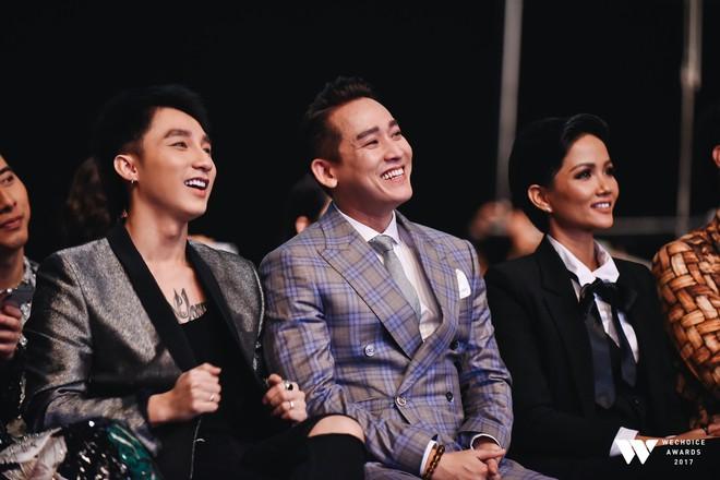 Khoảnh khắc WeChoice Awards: Đẹp nhất là khi Sơn Tùng, bé Bôm và các nghệ sĩ Việt cùng chậm lại trong dòng cảm xúc vỡ òa - ảnh 16
